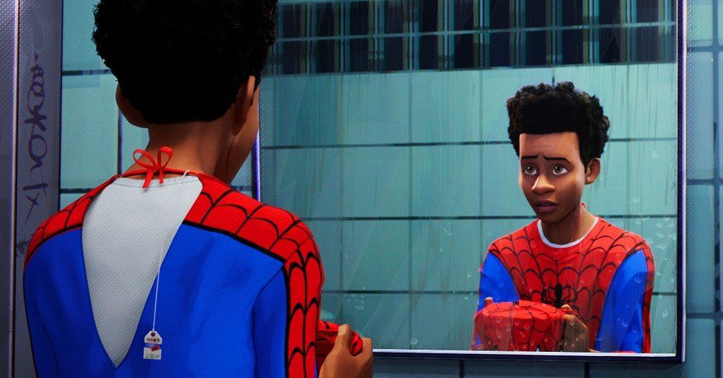 Miles Morales com a roupa do Homem-Aranha original