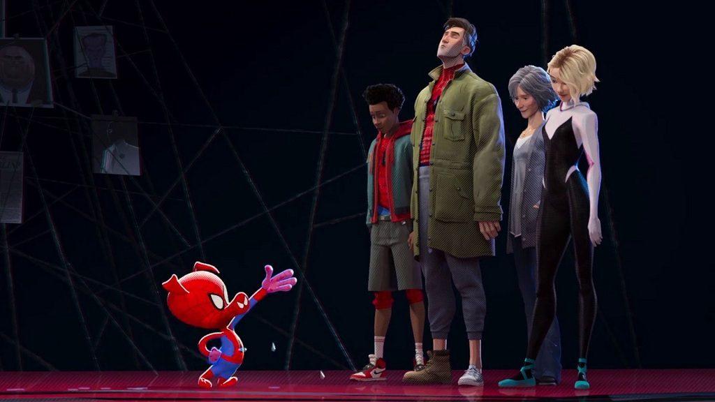 Imagem do porco-aranha junto do Peter, Miles, Gwen e Tia Mei.